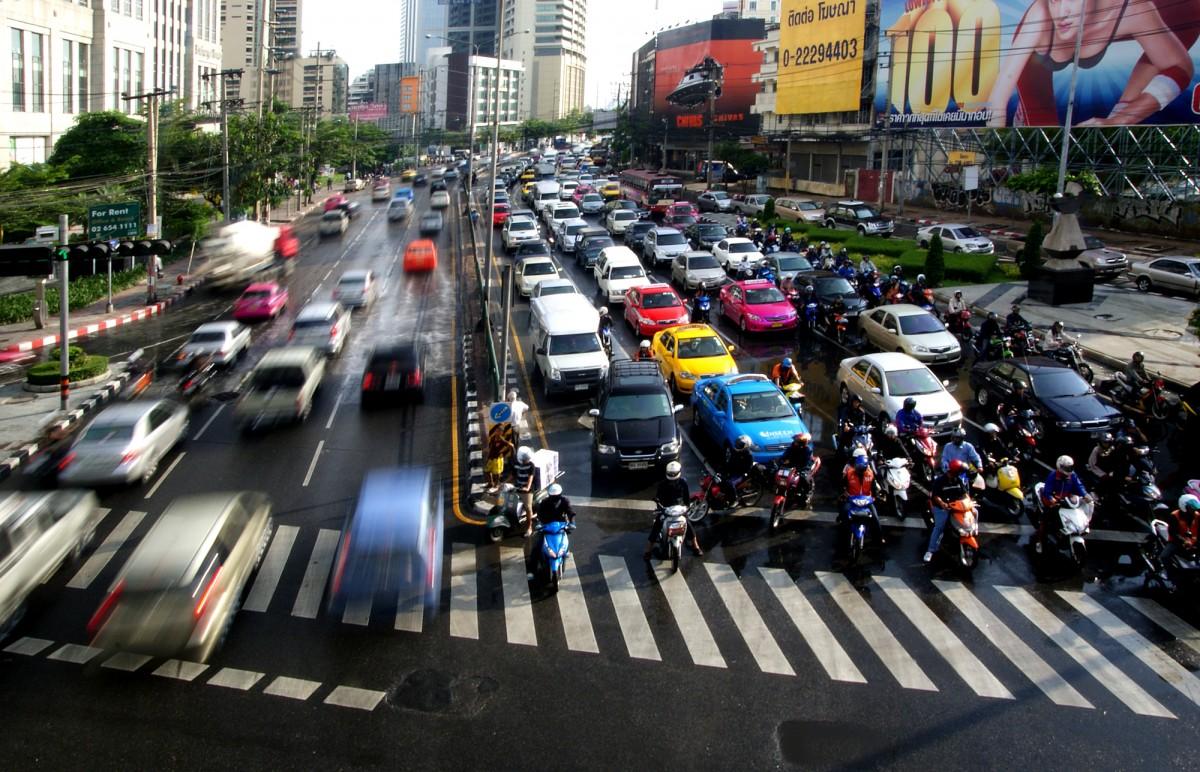Chine : fin des véhicules essence et diesel, début d'une nouvelle dépendance